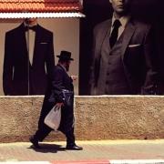 На фотографиях показаны посторонние люди, просто для того, чтобы показать наглядно, как выглядят ультра-ортодоксальные иудеи.